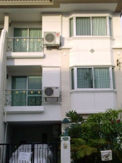 Fully furnished Townhouse in Sukunvit 105 (Lasalle) for rent