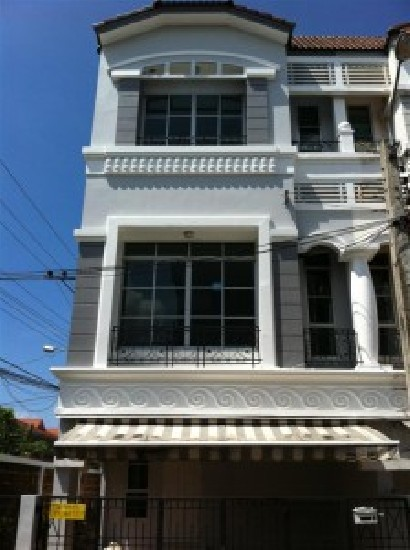 Townhome for sale at Ladprao