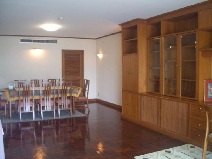 Luxury Condo for rent at Chidlom