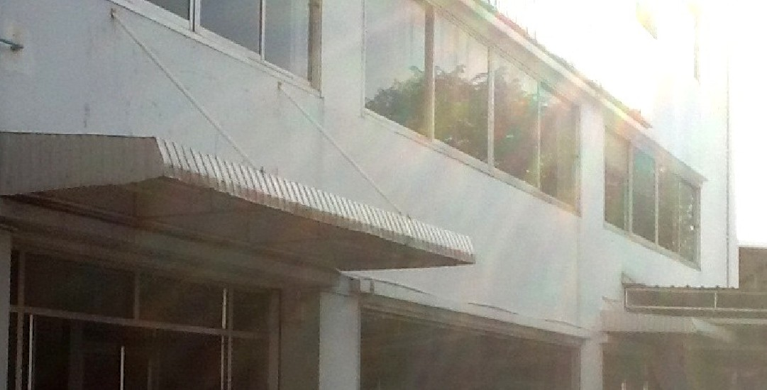 Bangkok showroom /shop office/ office building with warehouse and parking lot for rent