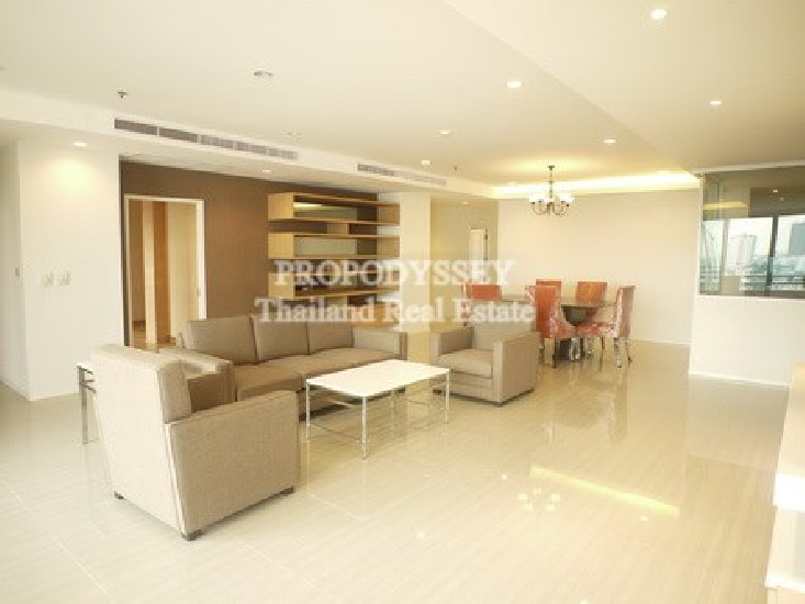 Newly renovated 4 bedrooms apartment on Ekkamai road
