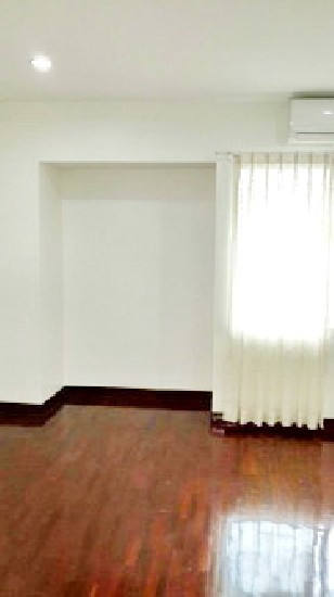 Townhouse for rent on Nonsri Road, Rama 3 area