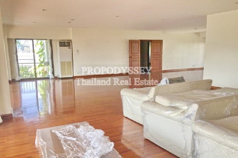 4 bedrooms private apartment on Promphong area
