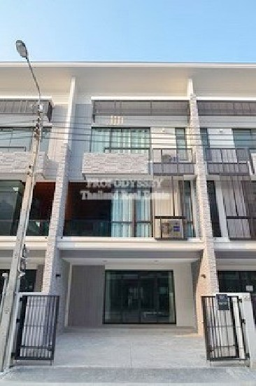 Brand New Townhouse for rent on Bangna-Trad road – Close to Mega Bangna