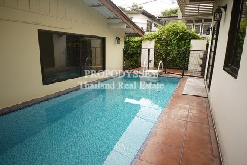 3 bedrooms home for rent with private pool on Ekkamai