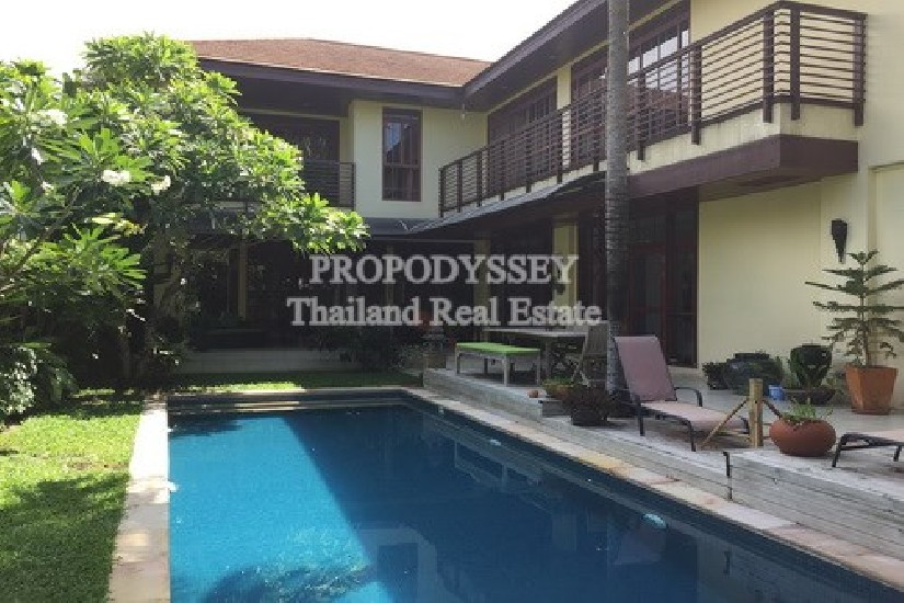 House with Private Pool on Onnut-Pattanakarn Road