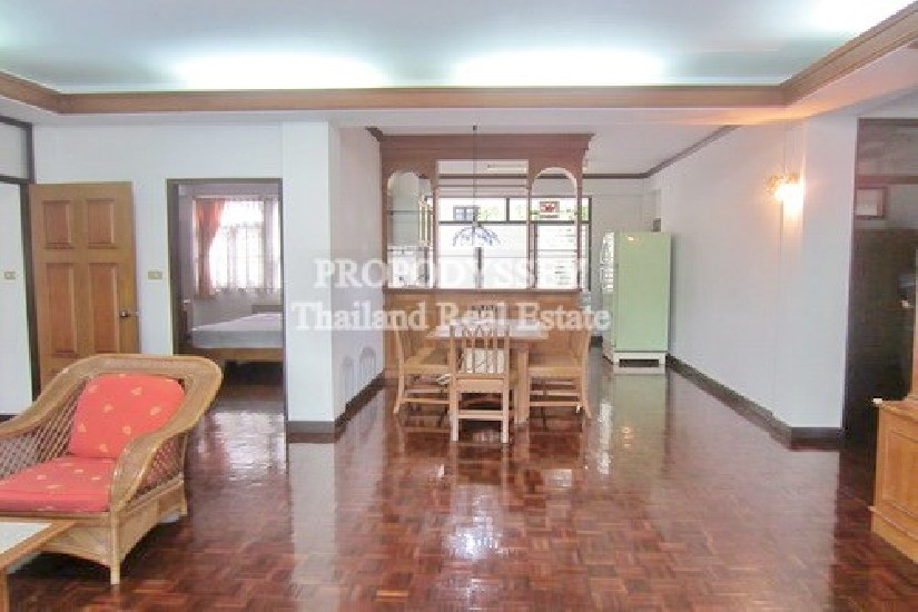 3 bedrooms for rent Close to BTS Prompong