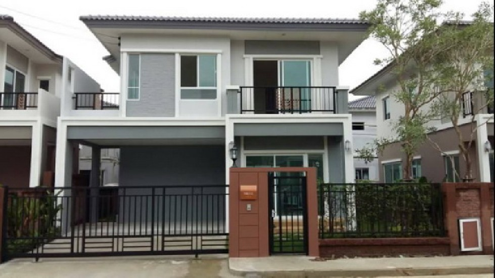 FOR RENT (สำหรับเช่า) Passorn Pattanakarn 38 / 3 beds 2 baths / 38 Sqw.**45,000** Fully Fu
