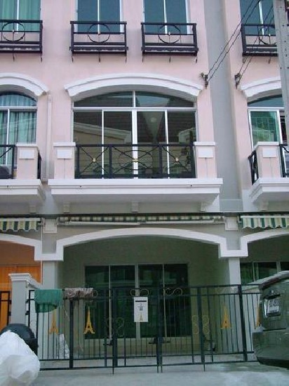 ขายทาวน์โฮม 3 ชั้น บ้านกลางเมืองเดอะปารีส
