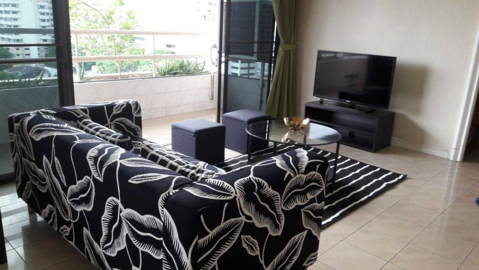 BLP28884 BTS Nana 4 Beds + 2 baths Adjoint guest bath condo for Rent  sale   Fully Furnish