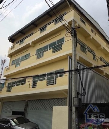 Huaykhang Commercial building for rent 800 sqm. University Thai Chamber of Commerce  Comme