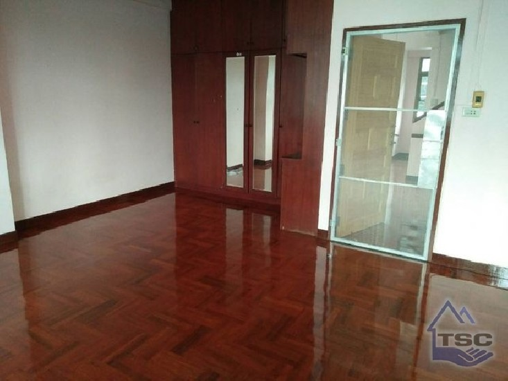 Commercial Building for rent Huay Kwang Renovated 280 sqm