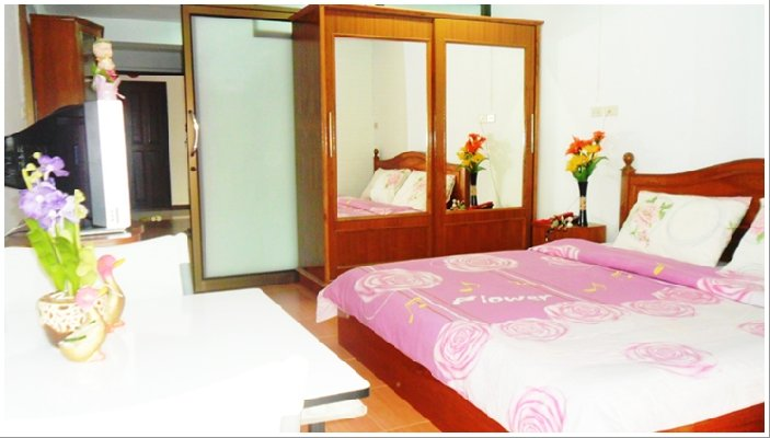 Safe Luxury Apartment in the Central of Bangkok near Airport Rail link (Starting price onl