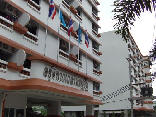Safe Luxury Apartment in the Central of Bangkok (Starting price only 6,000 baht per month