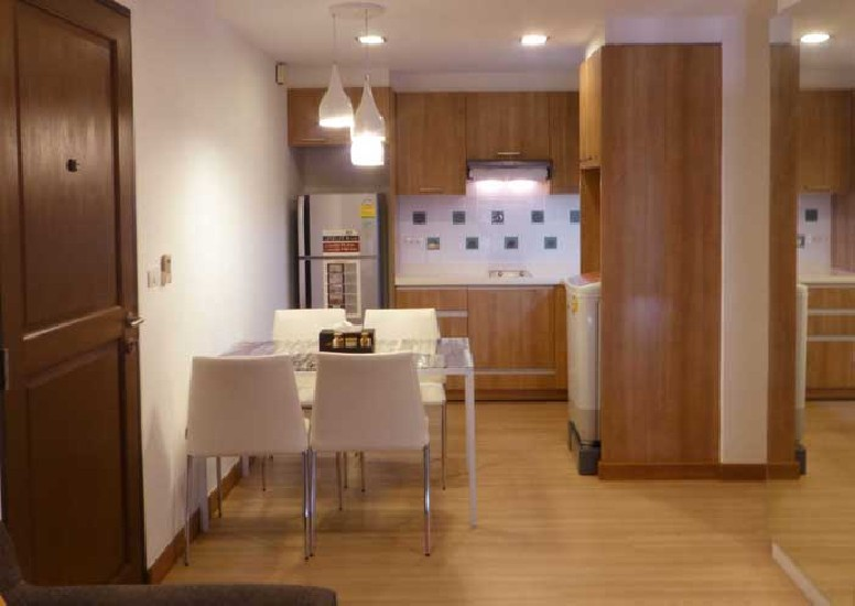 Condo The Alcove 49 Soi Sukhumvit 49 available for rent   This condo is a corner unit and