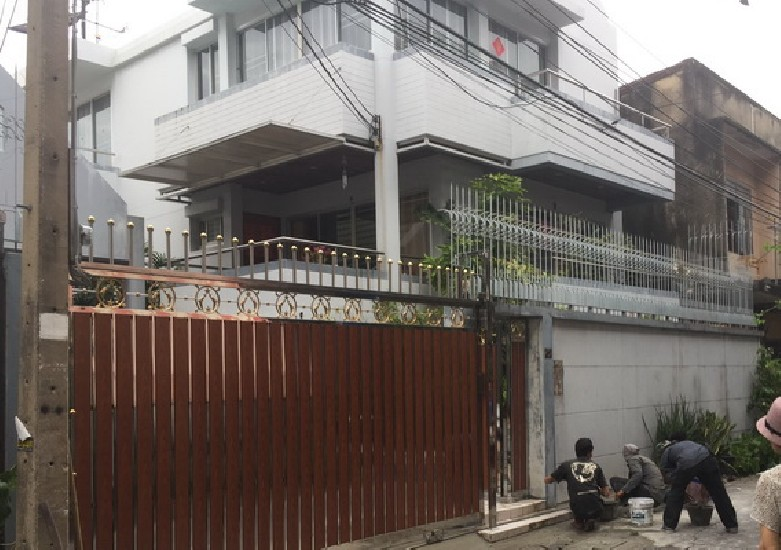 (เช่า) FOR RENT SINGLE HOUSE EKAMAI / 3 beds 5 baths / 60 Sqw.**55,000** Fully Furnished.
