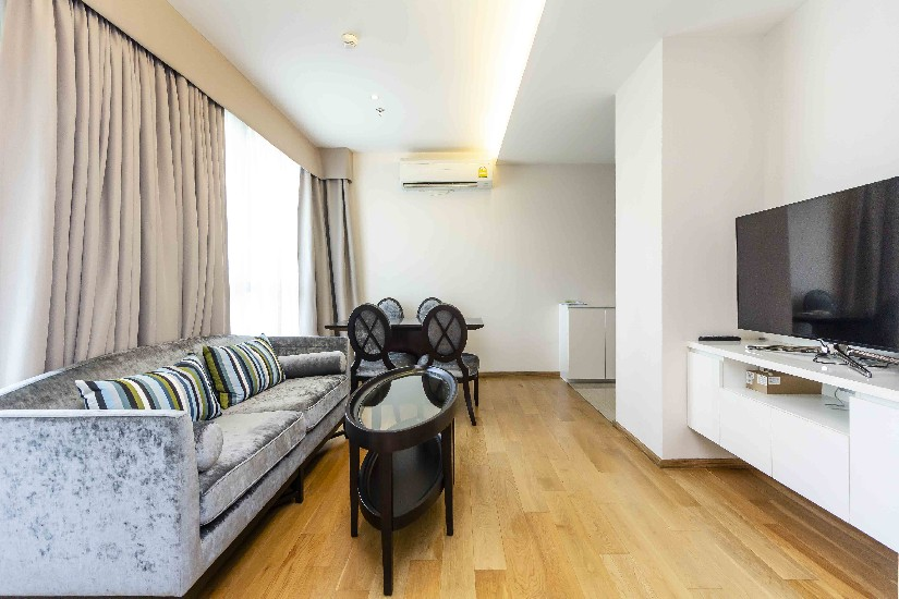 2-2BRS H sukhumvit 43 available for rent now  Area 60 sq.m  2 Bedrooms  2 B