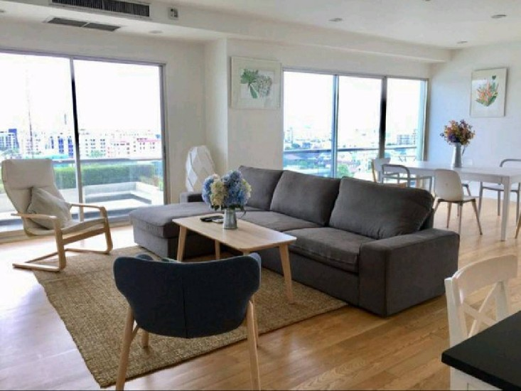 Available for rent Phattara Complex Condo at Huaikhwang MRT Station Meung Thai Phattara Bu
