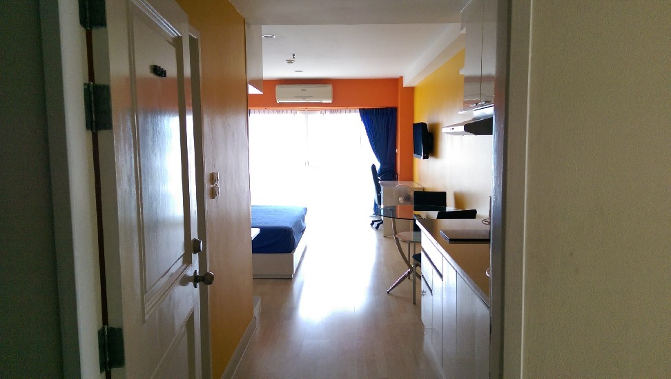 Beautifully 37 Sqm apartments for sale or rent Huaikhwang MRT station