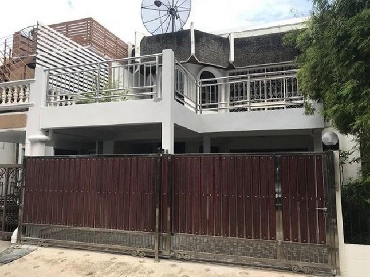 ให้เช่า Town House ในหมู่บ้านวัฒนา ซ.นราธิวาส 22 (ซ. สาธุประดิษฐ์ 15) ใกล้เซ็นทรัลพระราม3